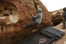 Bouldering in Hueco Tanks on 03/16/2019 with Blue Lizard Climbing and Yoga  Filename: SRM_20190316_1548570.jpg Aperture: f/5.6 Shutter Speed: 1/800 Body: Canon EOS-1D Mark II Lens: Canon EF 16-35mm f/2.8 L