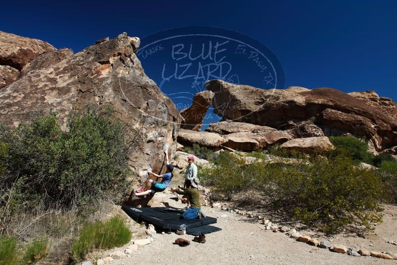 Bouldering in Hueco Tanks on 04/26/2019 with Blue Lizard Climbing and Yoga  Filename: SRM_20190426_0957100.jpg Aperture: f/5.6 Shutter Speed: 1/250 Body: Canon EOS-1D Mark II Lens: Canon EF 16-35mm f/2.8 L