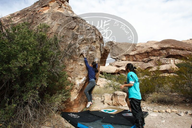 Bouldering in Hueco Tanks on 11/16/2019 with Blue Lizard Climbing and Yoga  Filename: SRM_20191116_1035110.jpg Aperture: f/8.0 Shutter Speed: 1/320 Body: Canon EOS-1D Mark II Lens: Canon EF 16-35mm f/2.8 L