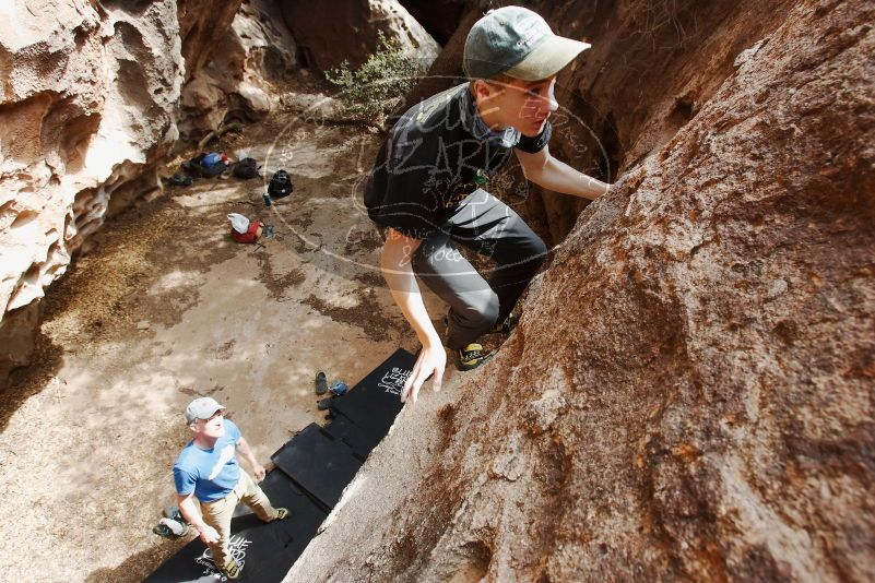 Bouldering in Hueco Tanks on 04/05/2019 with Blue Lizard Climbing and Yoga  Filename: SRM_20190405_1116020.jpg Aperture: f/5.6 Shutter Speed: 1/250 Body: Canon EOS-1D Mark II Lens: Canon EF 16-35mm f/2.8 L
